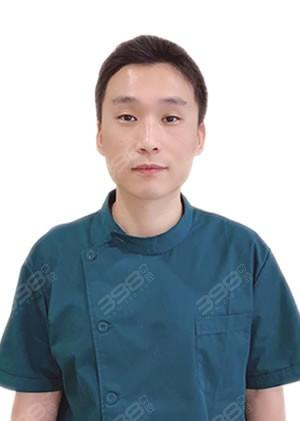 大连牙元素口腔门诊刘洋医生