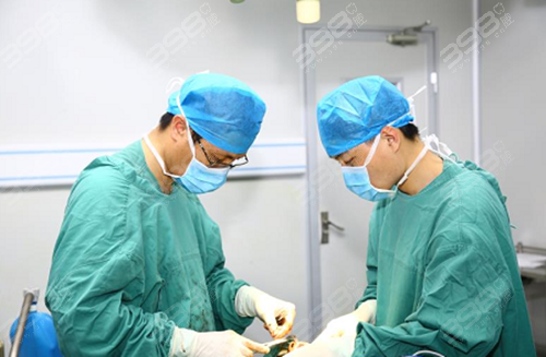 何锦泉博士
