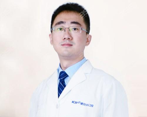 北京种植牙医生-康贝佳口腔邱麟