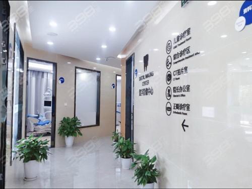 上海正睿齿科门诊部走廊
