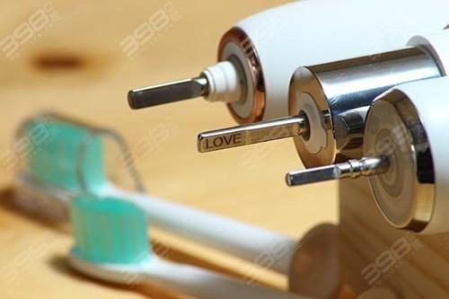 用电动牙刷会让牙齿松动?
